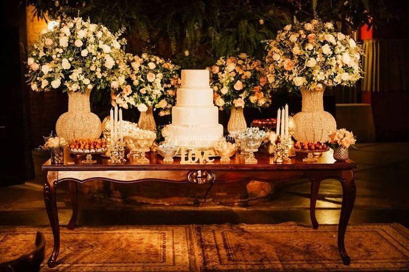 Mesa bolo e doces clássica