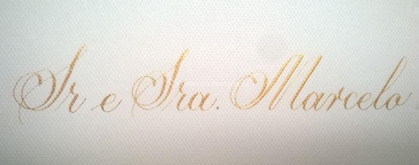 Detalhe letra dourada