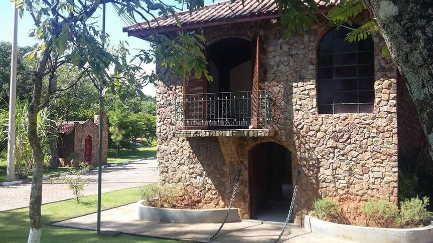 Casa de pedra e capela