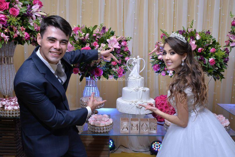 Noivo com bolos