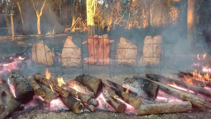 Costela e leitão fogo de chão