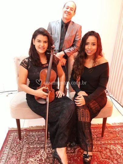 Trio pockt com piano,voz,violi