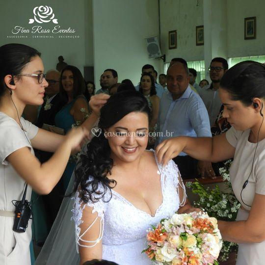 Organizando a noiva na saída