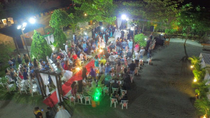 Cerimônia externa para 300 pes
