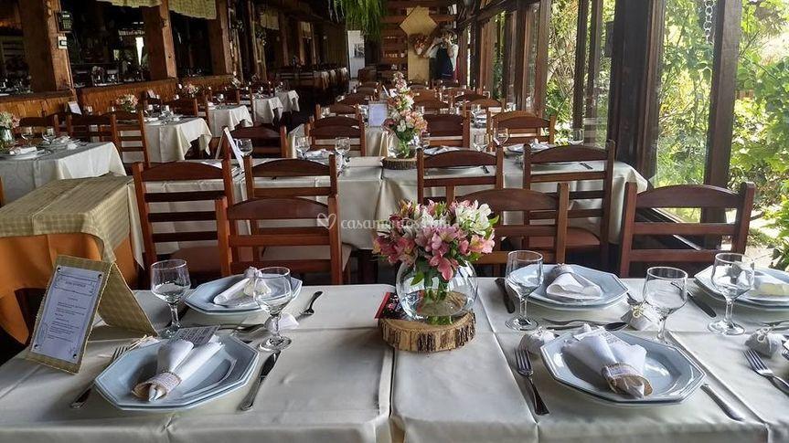 Salão com mesas