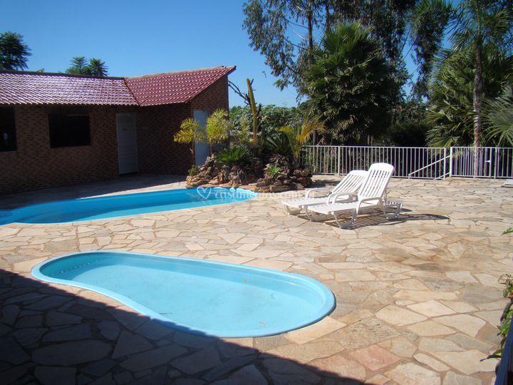 Área com piscina