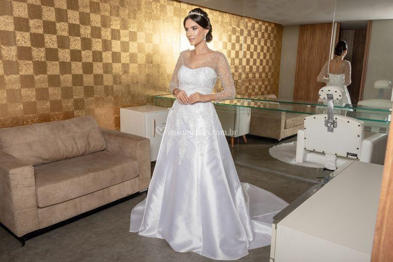 Vestido de noiva evasê bordado