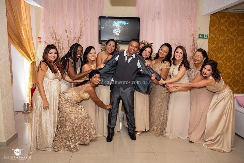 Noivo e madrinhas