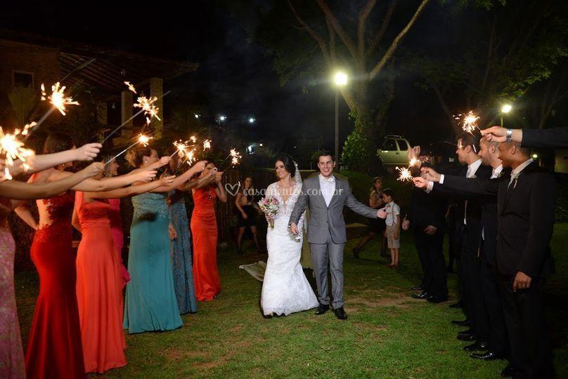 Belíssima entrada dos noivos