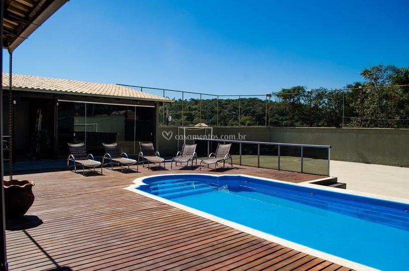 Área da piscina e quadra