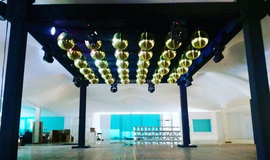 Teto de globos dourados
