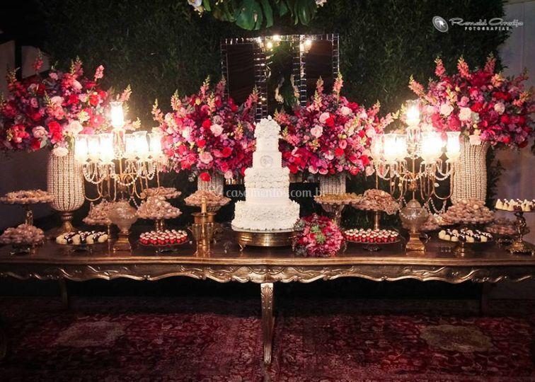 Uma mesa do bolo