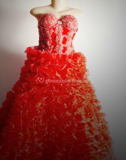 Vestido vermelho de organza
