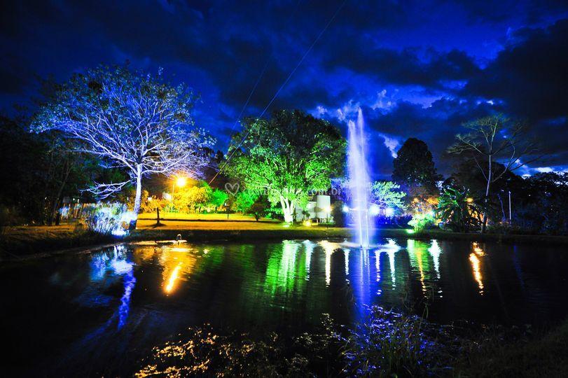 Local a noite lago