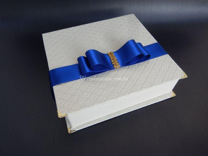 Caixa cartonada tamanho 20x20