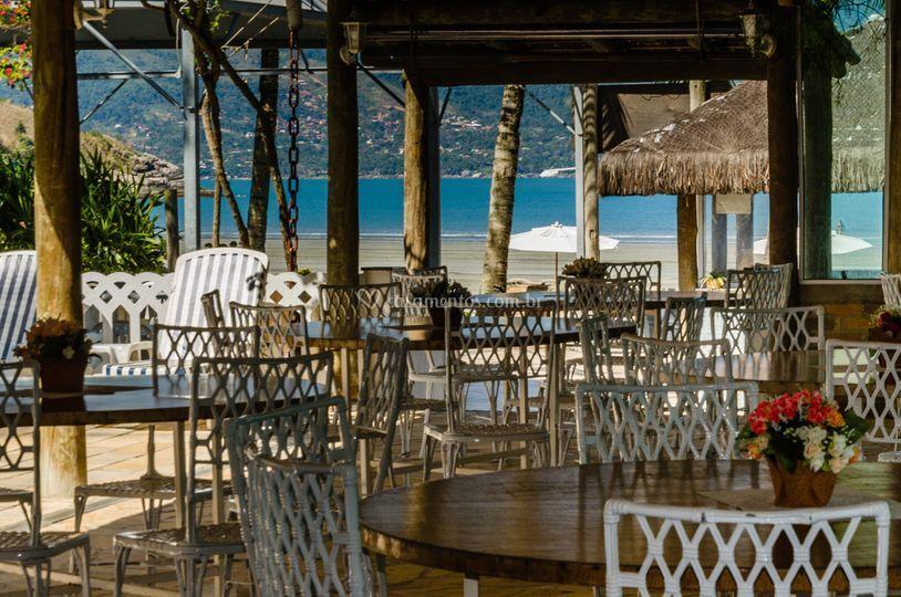 Restaurante vista para o mar