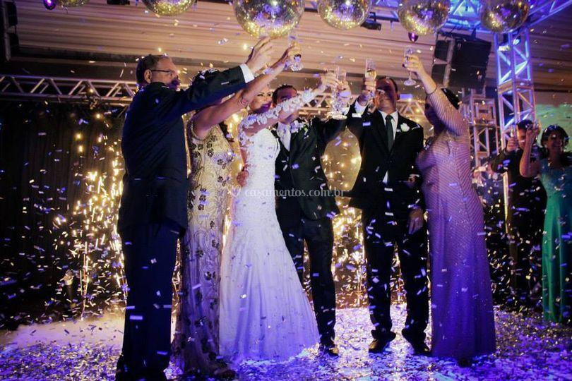 Momento brinde dos noivos