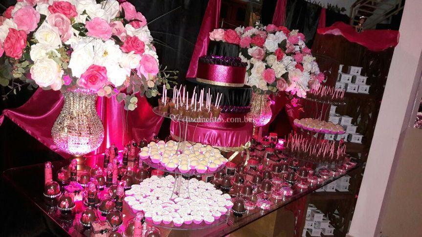 Mesa de vidro com pink
