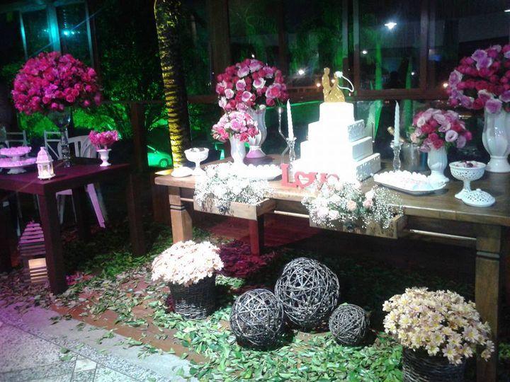 Mesa de bolo espaço caeiras