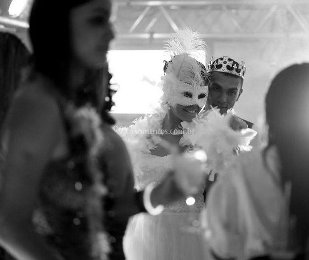 Festa a fantasia de noivos