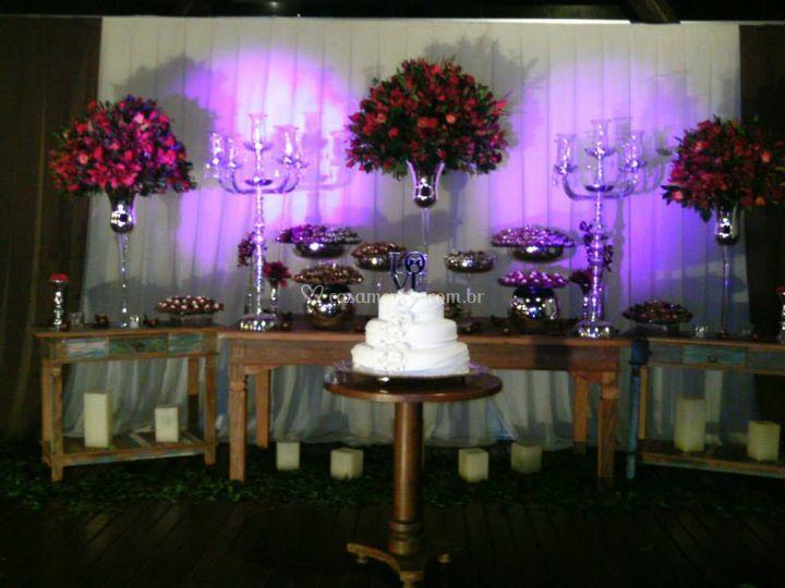 Mesa de bolo fundo branco
