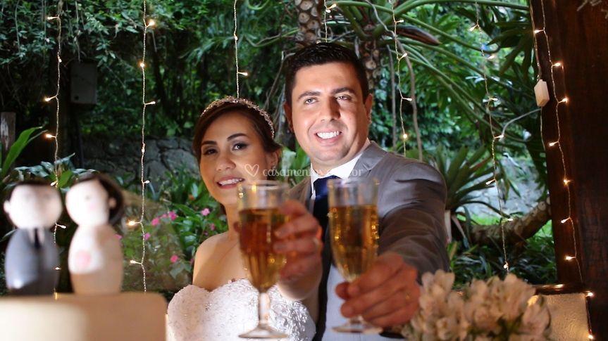 Um brinde ao casal.