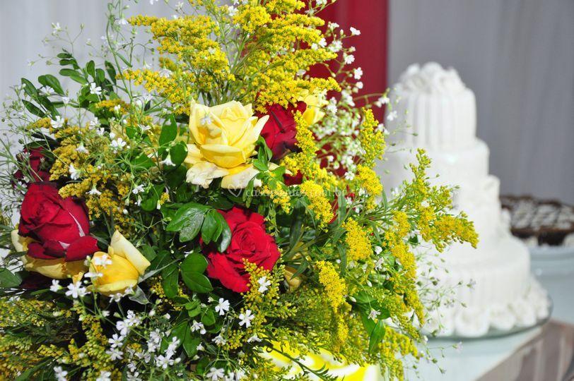 Decoração com flores de Criativamil Festas e Eventos