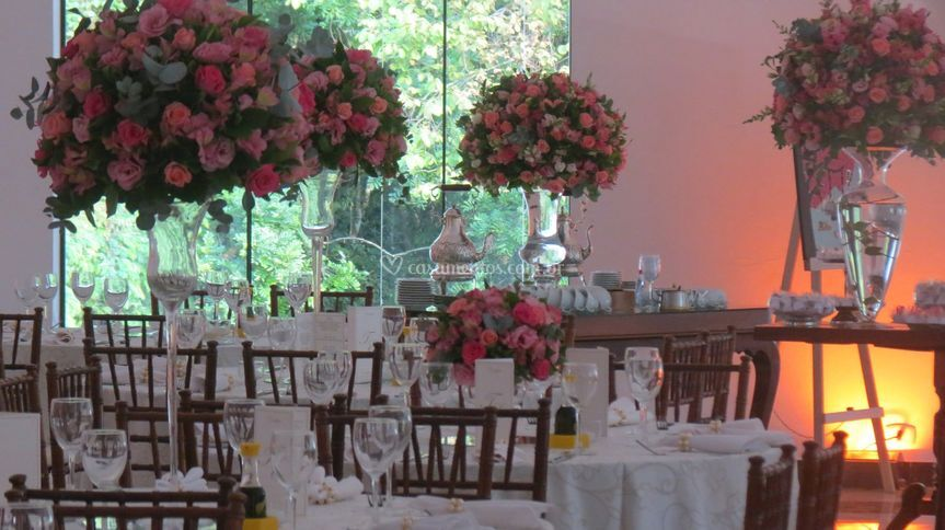 Lindas mesas para convidados