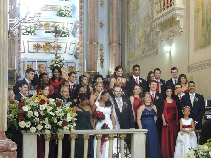 Foto com padrinhos no altar
