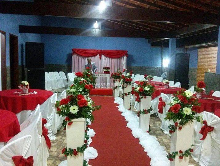 Caminho floral para noivos