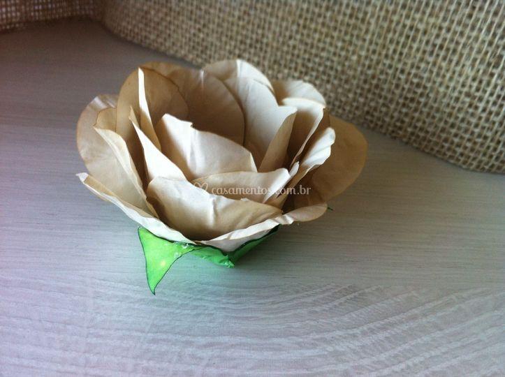 Forma de papel tingido.
