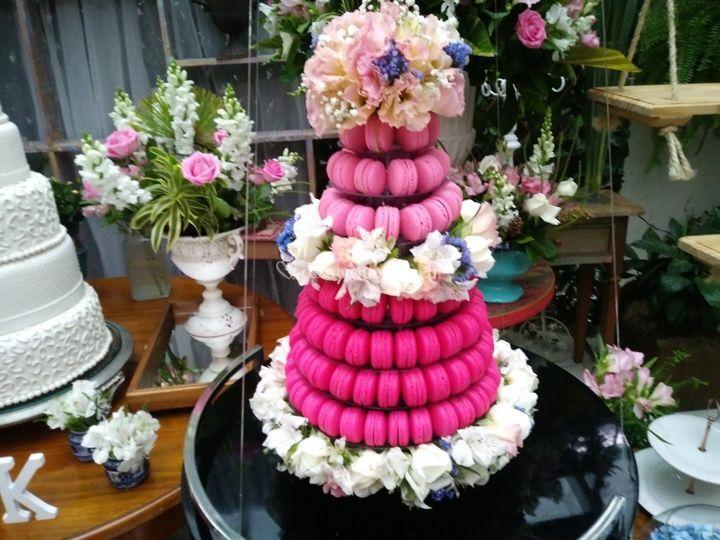 Torre com flores naturais