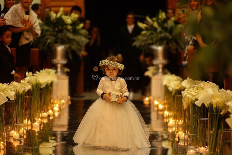 Iluminação c velas na igreja