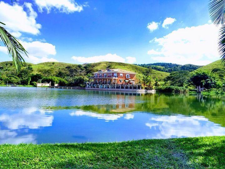 Salão no lago