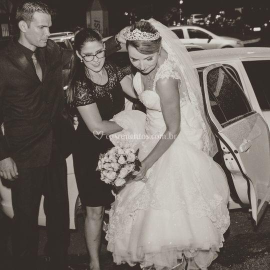Auxiliando a noiva.