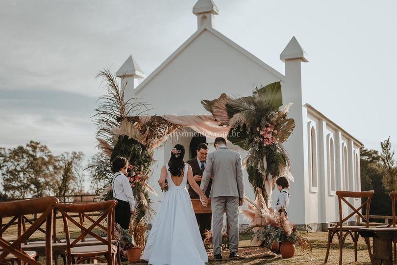 Casamento na fene da capela