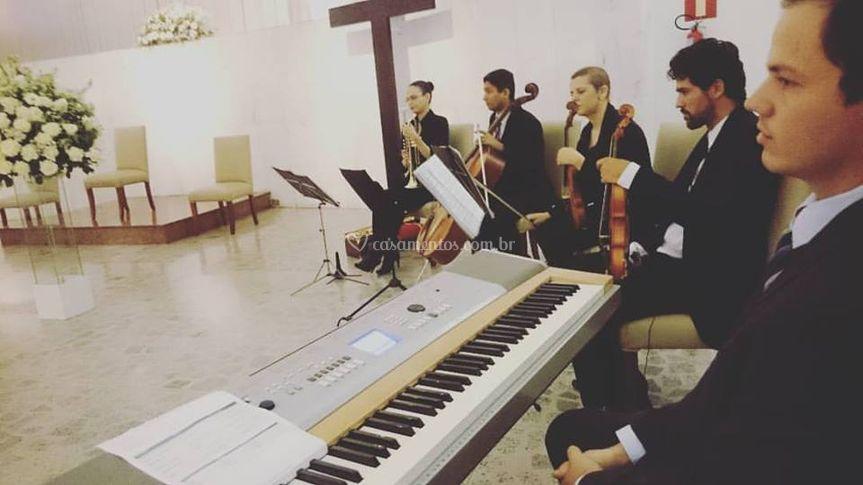 Piano, Cordas e Trompete
