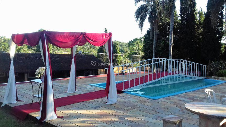 Tenda de casamento na piscina