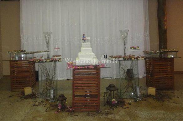 Mesa doce e bolo de casamento