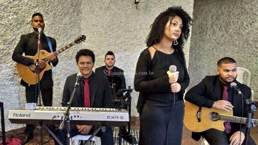 Cátia Vitória - Vocal