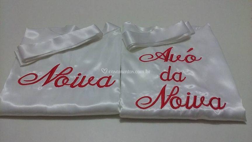 Robe branco, bordado vermelho