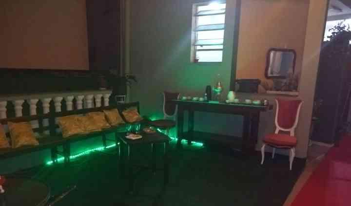 Lounge noite com iluminação