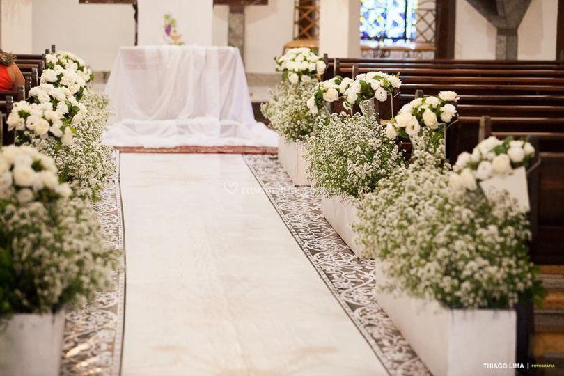 Decoração aster e rosas branca