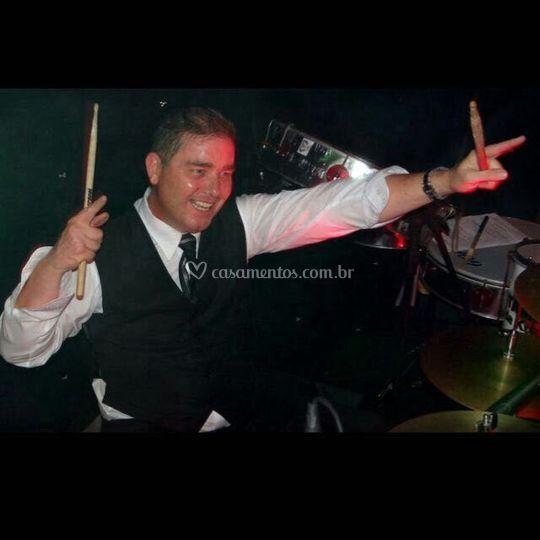 Fundador, produtor e baterista