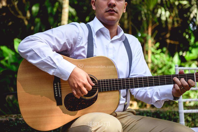 Pedro, o violão da Pra Sonhar