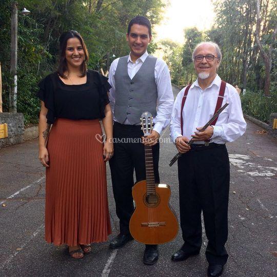 Trio: Voz, violão e flauta