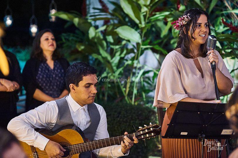 Pedro (violão) & Amanda (voz)