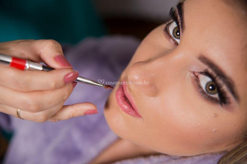 Maquiadora Thaís Silva