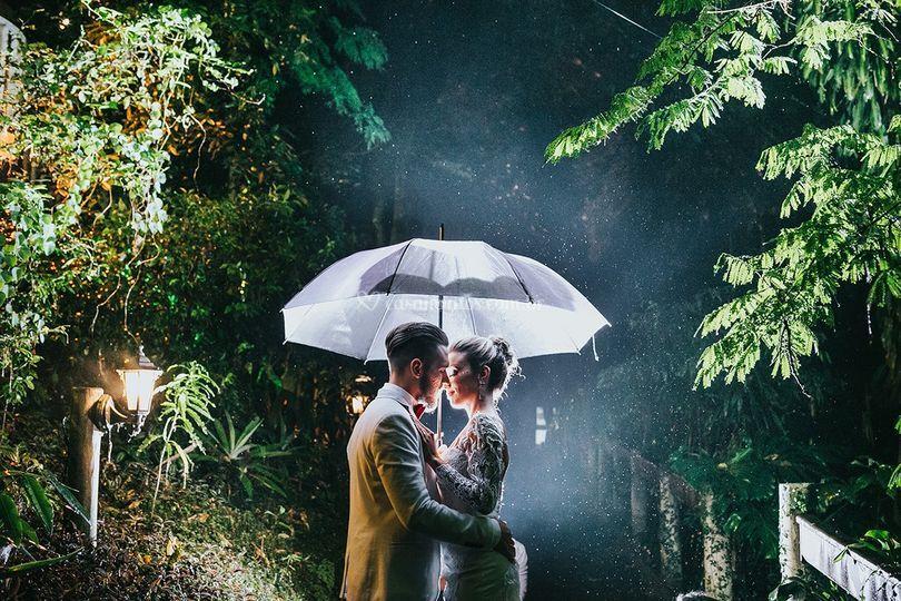 Foto casal na chuva