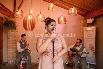 Nanda Damavit - Voz & Violão